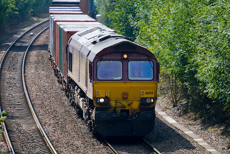 12th Sep 07:  66125 north bound through Chineham on the Intermodal to Birch Coppice
