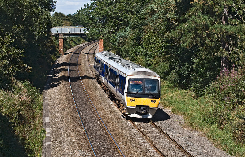 18th Sep 07:  165003 drifts towards it's next stop at King's Sutton