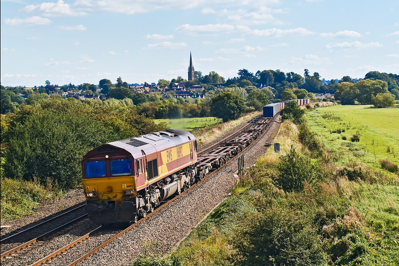 18th Sep 07:  66192 trundles the 08.10 Southampton to Birch Coppice Intermodal northwards