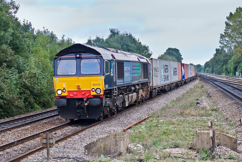 14th Sep 07:  Hired in DRS shed 66414 heads north through Tilehurst on 4M58 the 11.00 from Southampton Maritime to Ditton. Seen here at Tilehurst