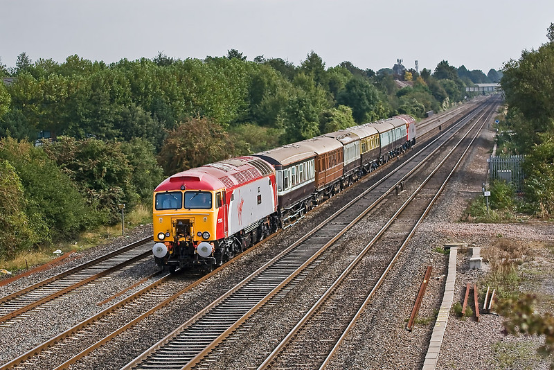 14th Sep 07:  The Queen if Scots rake is Top & Tailed by 47315 and 47316 as they run past Breadcroft Lane at Maidenhead