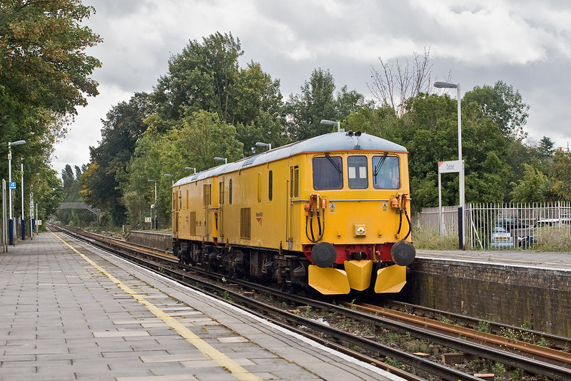 20th Sep 07:  Network Rail EDs 73212 & 73213 were used on 2 Route Learning trips on the Windsor branch.  Captured here on the first outward leg at Dachett. 31212 is leading
