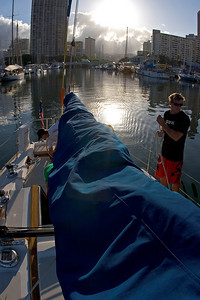 leaving Oahu, Peter - still in the harbour