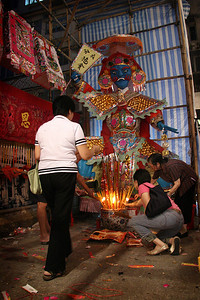 Offerings to Taai Si Wong, Hell's Policeman