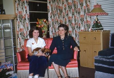 Dec 1940 - Elaine and Tonchita Munson