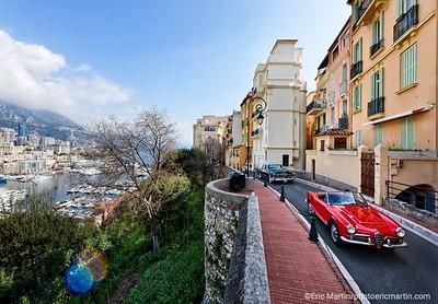 MONACO. Deux voitures de  la collection privée des voitures de S.A.S le Prince de Monaco. Au volant Valérie Closier, la directrice de la collection