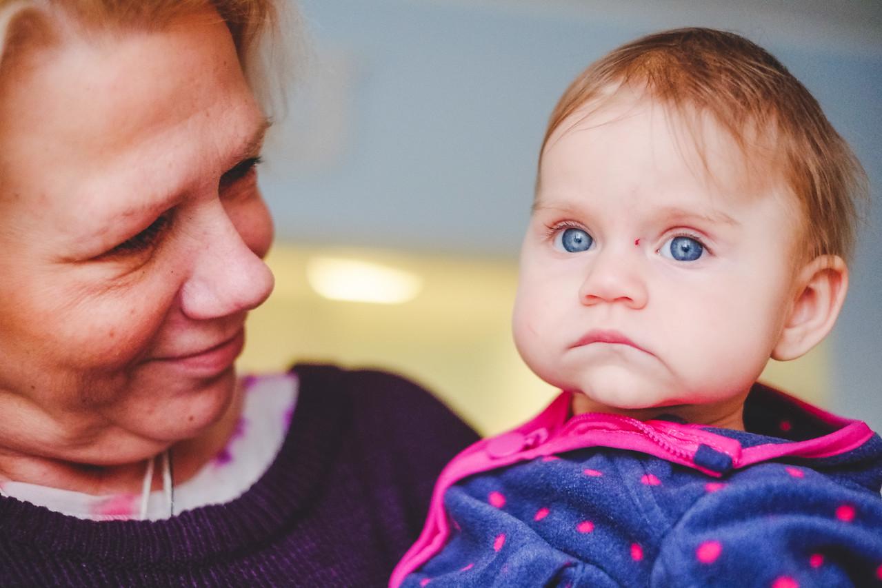 Stara się ta nowa ciocia, jest bardzo miła ale wole do mamusi!