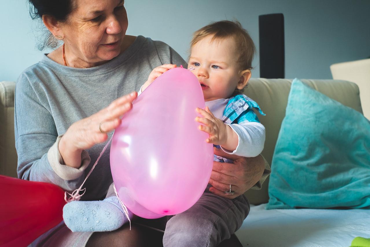 Aha, widze że tędy wpuszcza się powietrze do środka komory balonowej...tak... to bardzo interesujące!