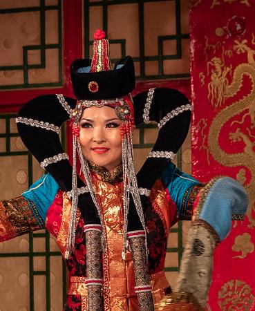 Tumen Ekh dancer