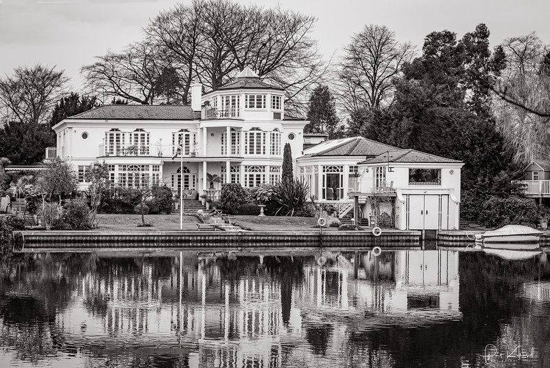 House on Thames