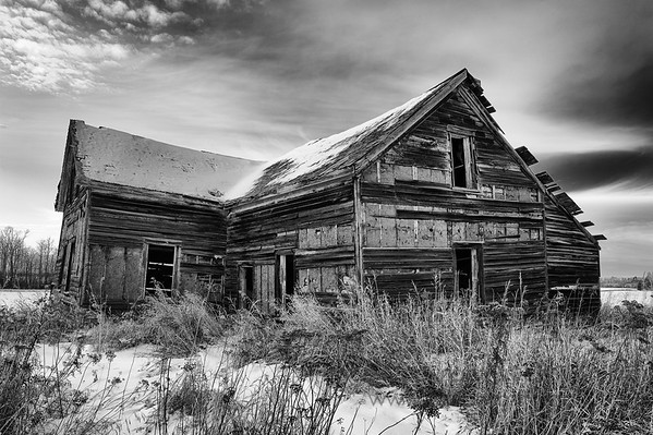 Abandoned farmhouse - monochrome