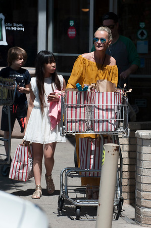 Laeticia Hallyday, Jade, Joy, Grandma Make Grocery Shopping.