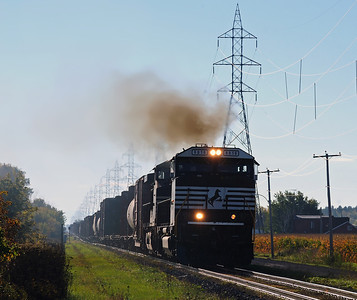CN 528 /D&H 931, L'Acadie, Qc  September 30 2013