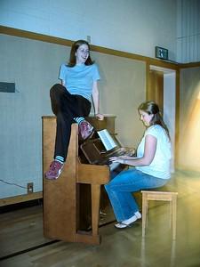Beatnic - Jenni the piano decoration & Kirsten the piano woman
