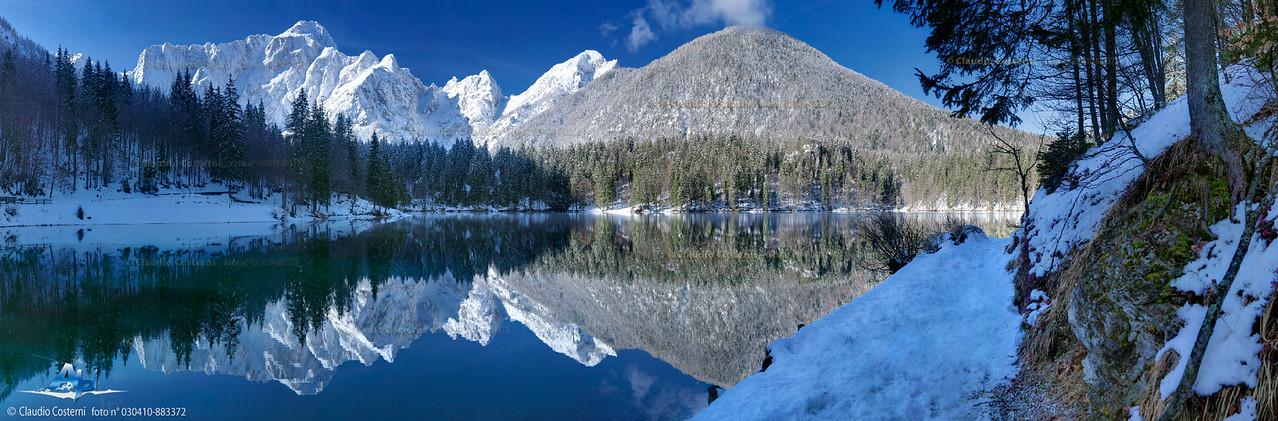 Il Mangart riflesso sul primo lago di Fusine - Alpi Giulie  Foto Claudio Costerni n. 030410-883362