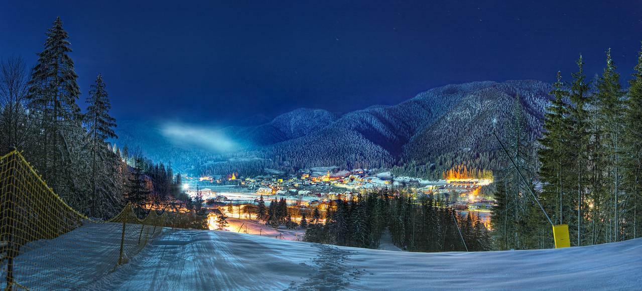 Camporosso in Valcanale, Tarvisio (ITALY) - notturno con le piste da sci illuminate.