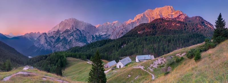 Gruppi dello Jof Fuart e del Montasio dalla Val Dogna, all'alba - foto n° 140815-81498325