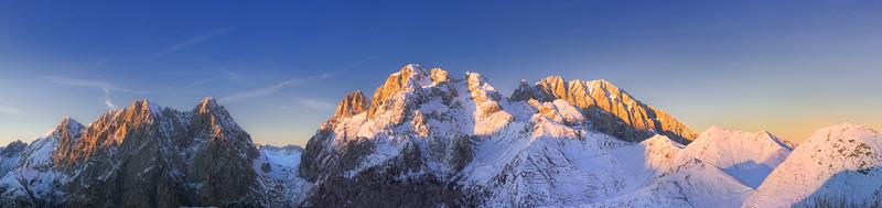Gruppi del Volaia e del Coglians al tramonto dal Crostis - foto n° 151108-690842