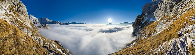 Mare di nubi dal Prisojnik - Alpi Giulie  Foto Claudio Costerni n. 021206-462865