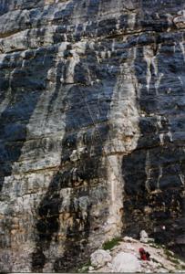 nella foto si vede poco, ma la scala è composta da semplici pioli metallici infissi nella roccia