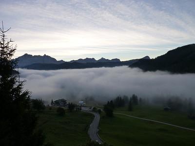 Dalla mia camera d'albergo: da Colfosco guardando il Pralongià la mattina presto - 1