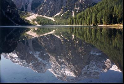 La Croda del Becco si specchia nel lago di Braies