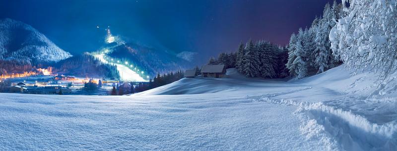 """Alpi Giulie<br /> Tarvisio-Camporosso, la pista Di Prampero con illuminazione artificiale.<br /> <br /> <a href=""""http://www.promotur.org/code/15402/Sciare-in-notturna"""">http://www.promotur.org/code/15402/Sciare-in-notturna</a>"""