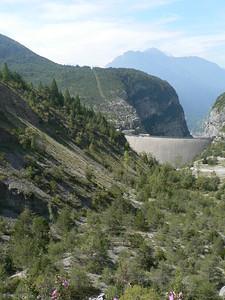 Tutto ciò che si vede dietro la diga è parte della frana
