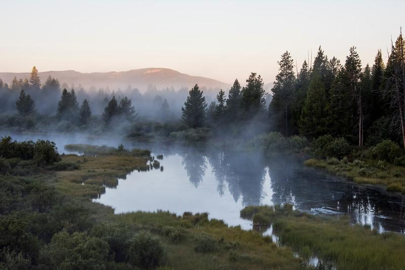 Dawn-Pond in Yellowstone