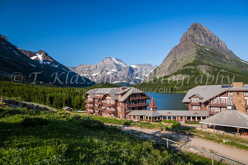 The Many Glacier Hotel on Swiftcurrent Lake and Grinnell Point in Glacier National Park, Montana, USA.
