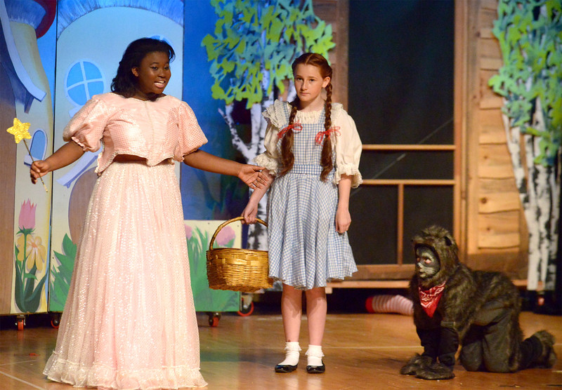 07 10 16 young starrs theater company rehearses the wizard of oz