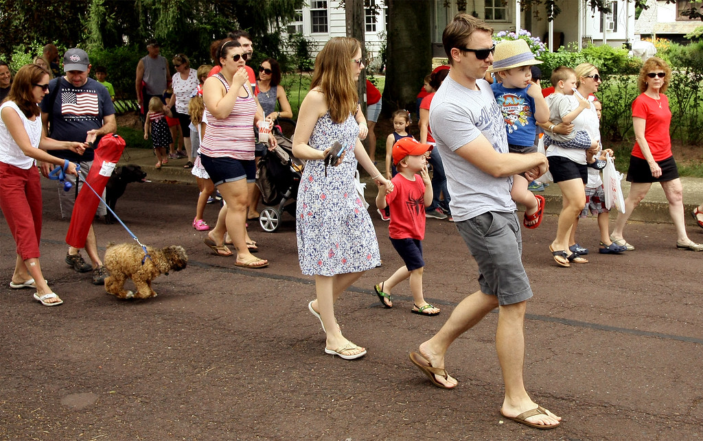 . Area residents make their way to Weingartner Park  following the North Wales Independence Day Parade July 4, 2016. _ Bob Raines | Digital First Media