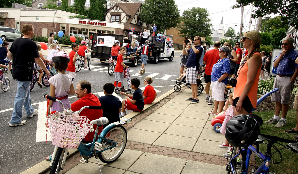 . Area residents watch the North Wales Independence Day Parade July 4, 2016. _ Bob Raines | Digital First Media