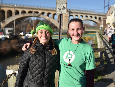 12_12_16 Rudolph Run 5K in Manayunk