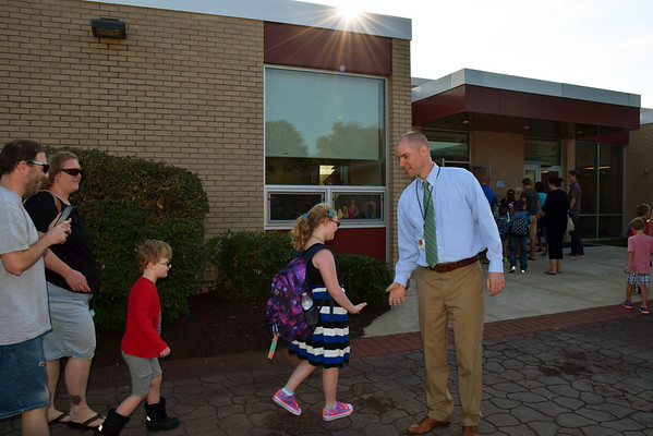 09_01_16 First day of school at Guth Elementary