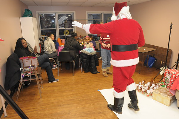 Interfaith Housing Alliance holds Christmas Party for familie