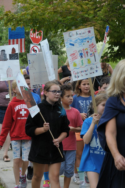 Erdenheim Elementary School 4th graders participate in Constitution March September 18, 2017. Gene Walsh — Digital First Media