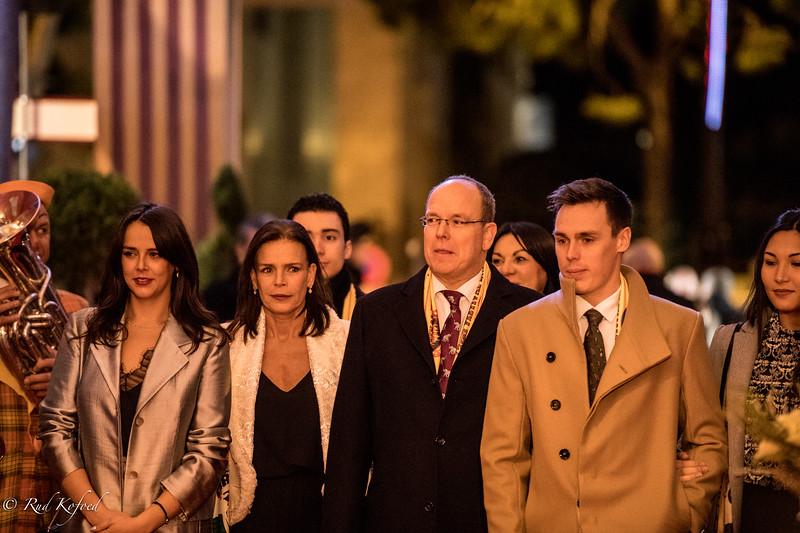 Prins Albert II er hvert år med til åbningen af galla-afslutningen af festivalen og har flere gange inviteret artisterne til at optræde på pladsen foran fyrste-plaladset