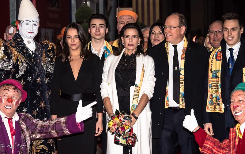 Folie klovnene på knæ for fyrste-familien