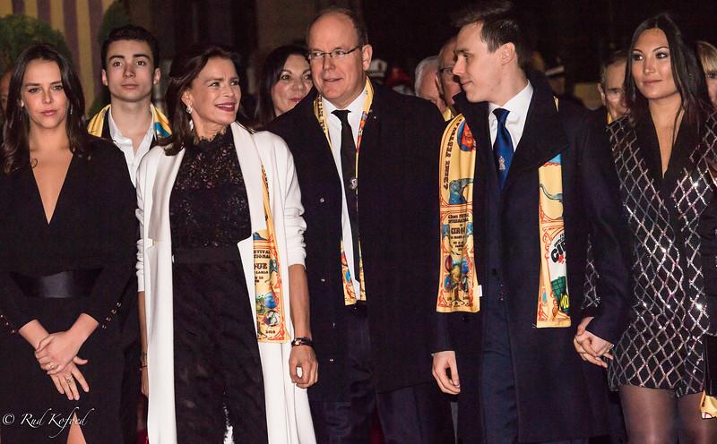 Værten, prinsesse Stéphanie, ankommer sammen med fyrstefamilien...