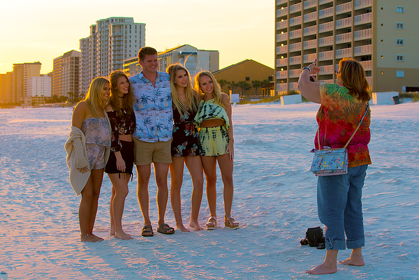These nice kids were from Arkansas and wanted Sandy to take a picture of them with the sunset. Nice .. but they did look like Daddy's Money to me!