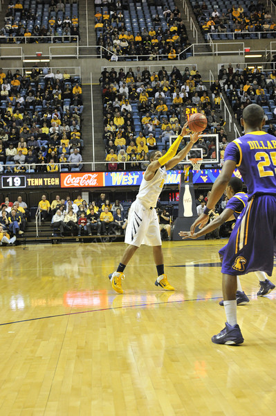 WVU vs. tennessee Tech basketball, WVU coliseum, 12/19/2011