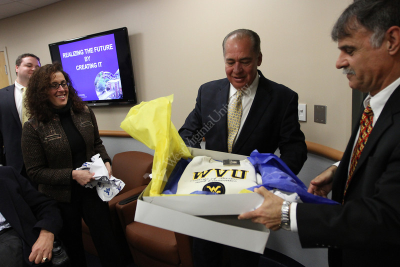 Governor Earl Ray Tomblin meets with Dean Zito Sartarelli and members of the College of Business and Economics.