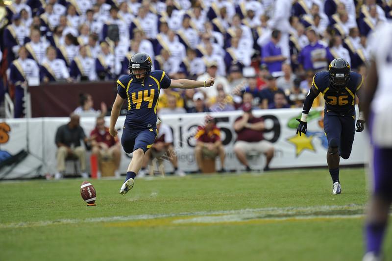 28512 WVU vs James Madison football  action Landover Field Maryland September 2012 (WVU Photo/Greg Ellis)
