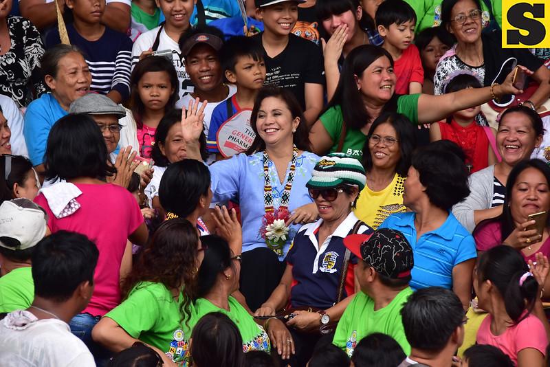 Vice President Leni Robredo with the crowd in Kidapawan