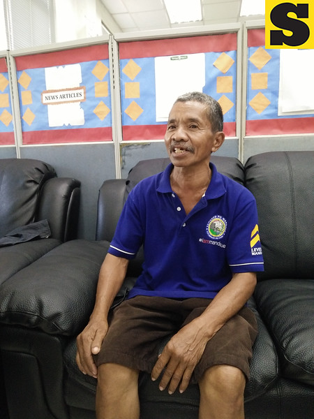 Avelino Sumagang, the street sweeper who returned the cash and cellphone he found