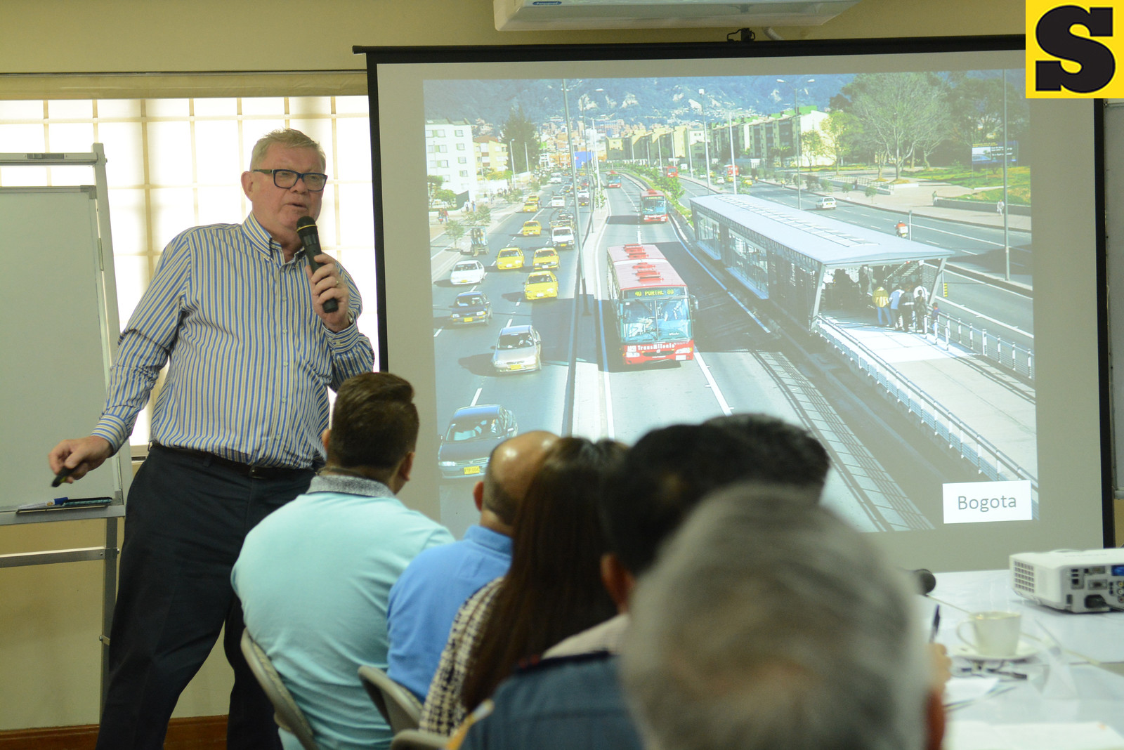BUS RAPID TRANSIT. Government is acquiring the road right-of-way for a bus rapid transit (BRT) system that is targeted to start serving around 330,000 commuters by 2019. (SunStar File Photo)