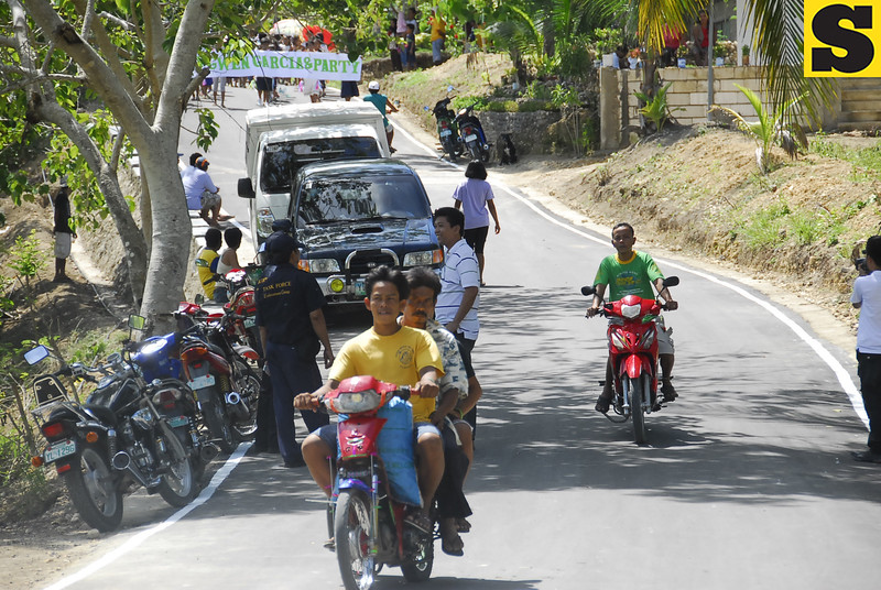 07-16-10<br /> Photo taken-07-15-10<br /> NEW ROAD. Motorists, including habal-habal drivers, pass thru the newly asphalted provincial road in Sitio Candabong, Barangay Jampang in Argao, Cebu.  <br /> (SUN.STAR FOTO/ARNI ACLAO)