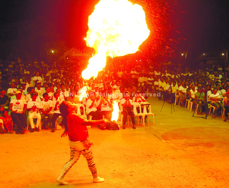 Fire dancer entertains One Cebu supporters