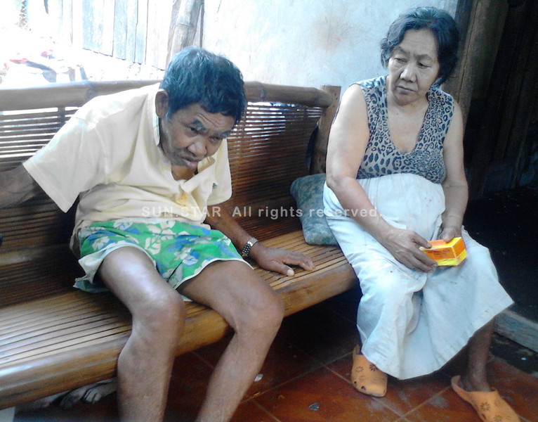 DAVAO. The beggar in the photo of Sun.Star photographer Seth delos Reyes that has gone viral online is Fernando Mendoza, 84, who lives with his 74-year-old sister Juanita M. Jumila in Matina Bucana. (Arianne N. Casas)